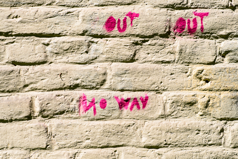 grafitti fluorescent pink paint no way out