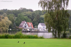 houses on lac de genval belgium