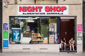 night shop Ixelles street photography people on stairs