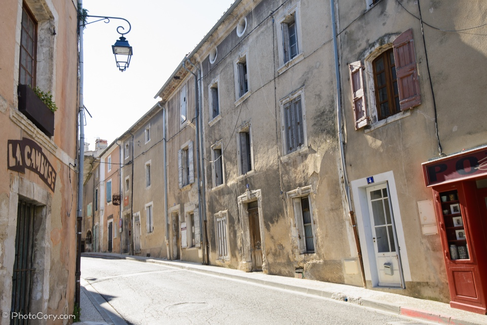 bonnieux street and buildings