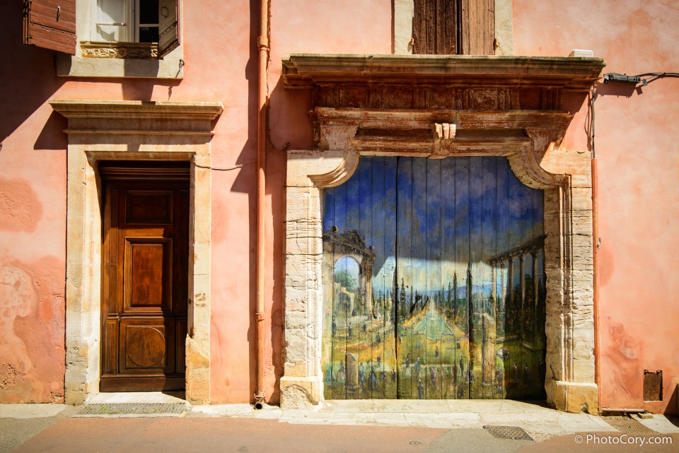porte painted door in roussillon france