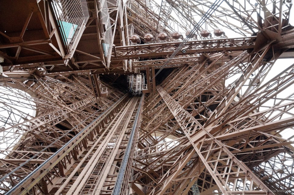 eiffel tower metal