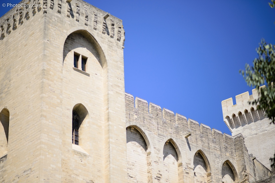 papal place in avignon