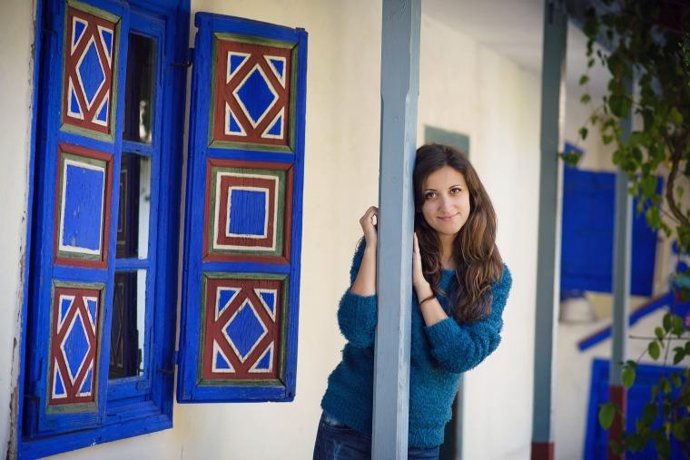 casa cu geamuri albastre la muzeul satului