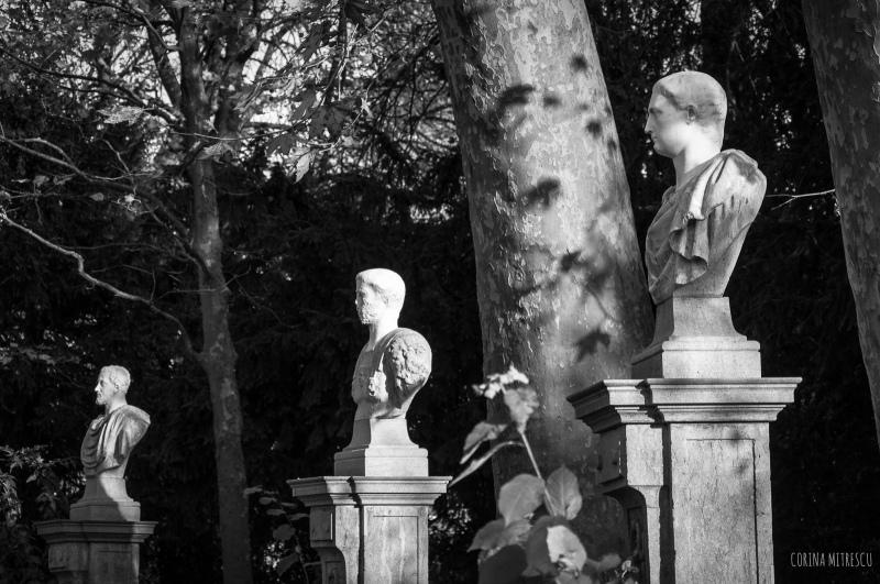 statues parc de bruxelles, noir et blanc