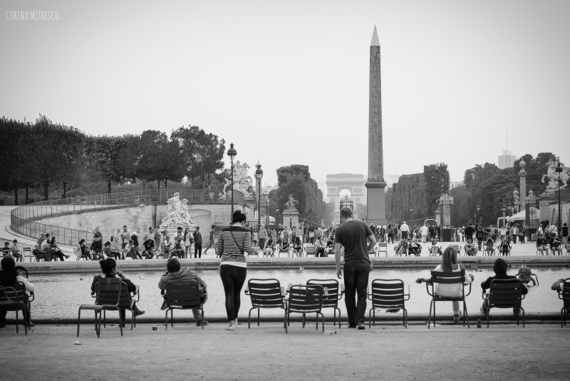 tuileries gardens, chairs, fountain, triumphal arch, paris, france