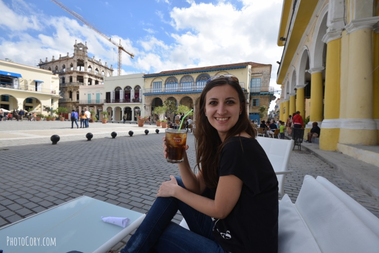 drinking cuba libre in havana