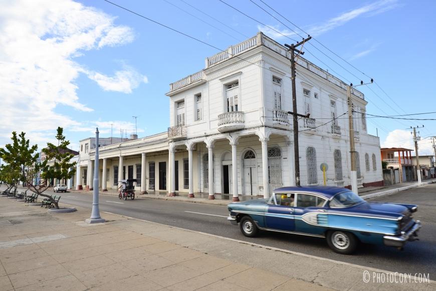 old car colonial building cuba